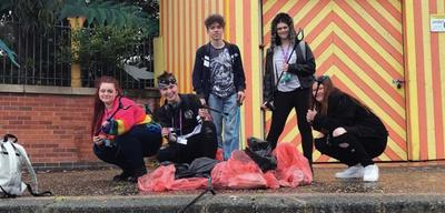 List size nr026   students highlight dangers of beach litter with clean up